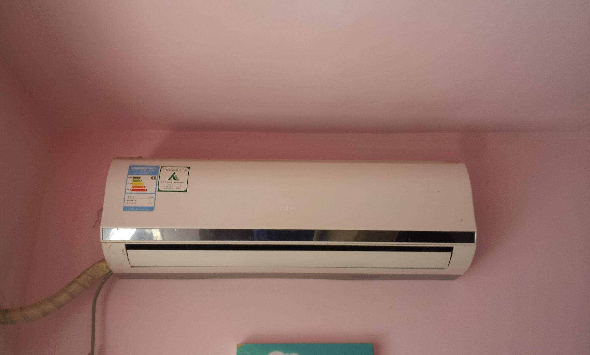 本人6月即将离深,现有冰箱/空调/洗衣机/热水器成套家电打包转掉,也可单卖,详细型号及单卖价格如下: 1.海尔冰箱BCD-133EN 500元(2010年7月买的,) 2.奥克斯空调(小1P)KF-23GW 700元(2009年5月,到现在制冷效果不错)